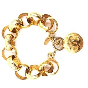 Gold Médallion Cc Hammered Chain Cuff Bracelet